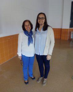 Ester Pérez Moreno con su profesora de Latín, Ana Ibáñez