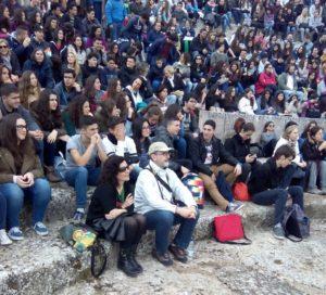 Segóbriga 2015Segóbriga 2015. Alumnos con sus profesores Paloma Martagón y José Luis Gutiérrez. Foto de Rafael Cledera